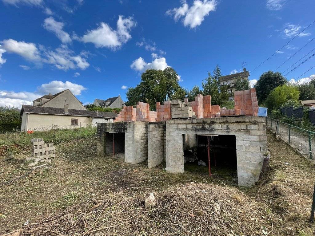 Projet de construction avec permis accordé et purgé. Terrain 184m² avec fondations achevées