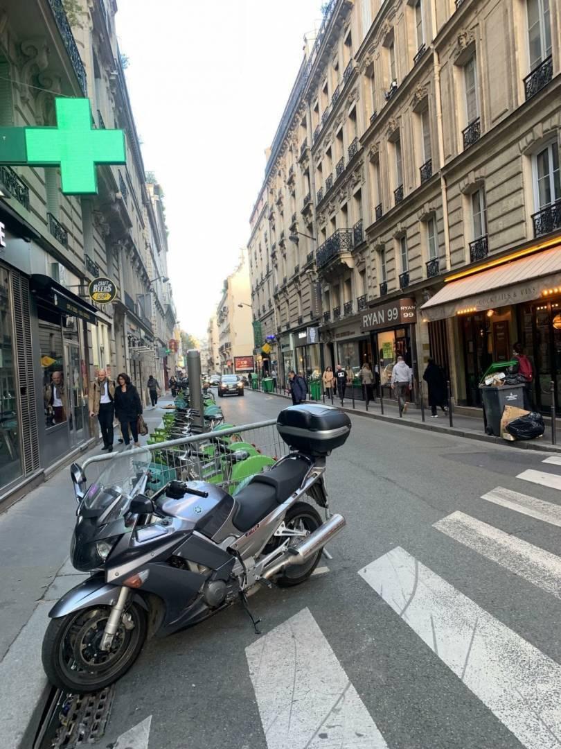 2 33 Paris 8ème