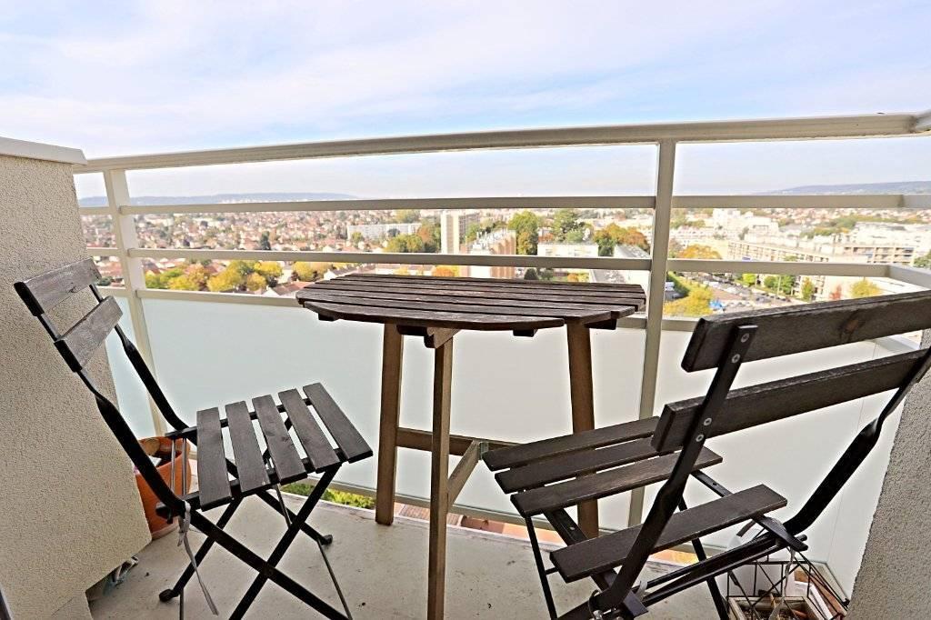 Exclusivité, appartement 78m² séjour avec balcon 4 chambres, cave