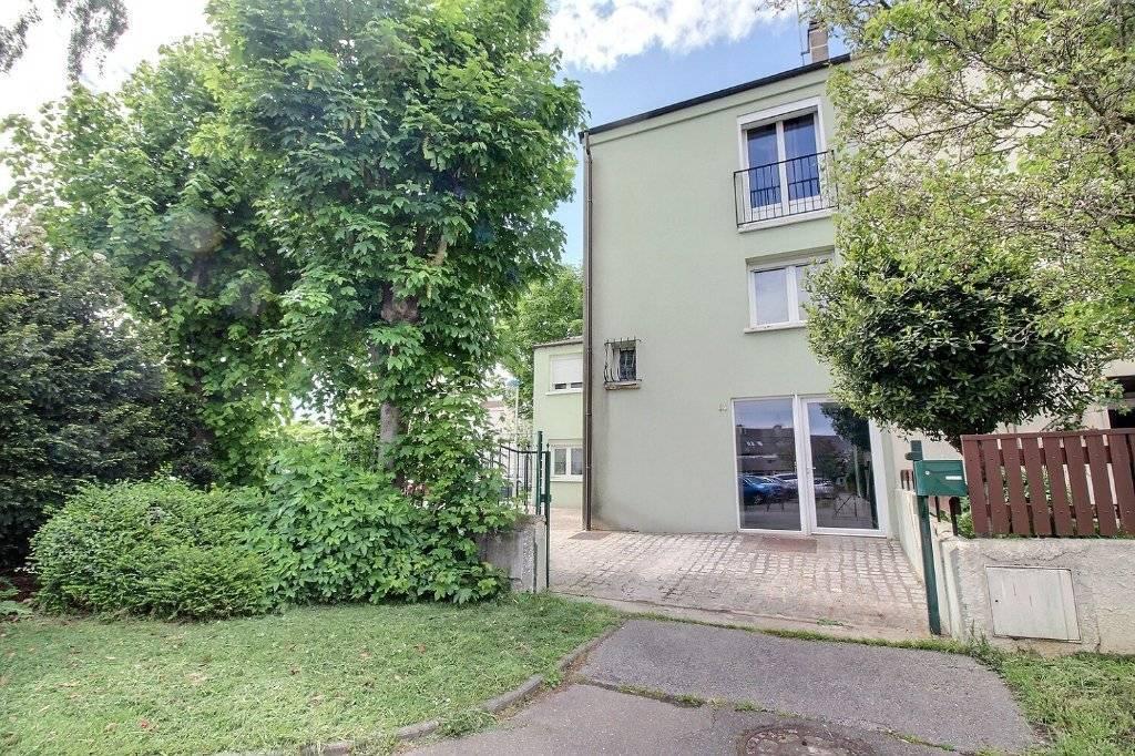 Vente d'une maison 7/8 pièces (172 m²) à MAUREPAS