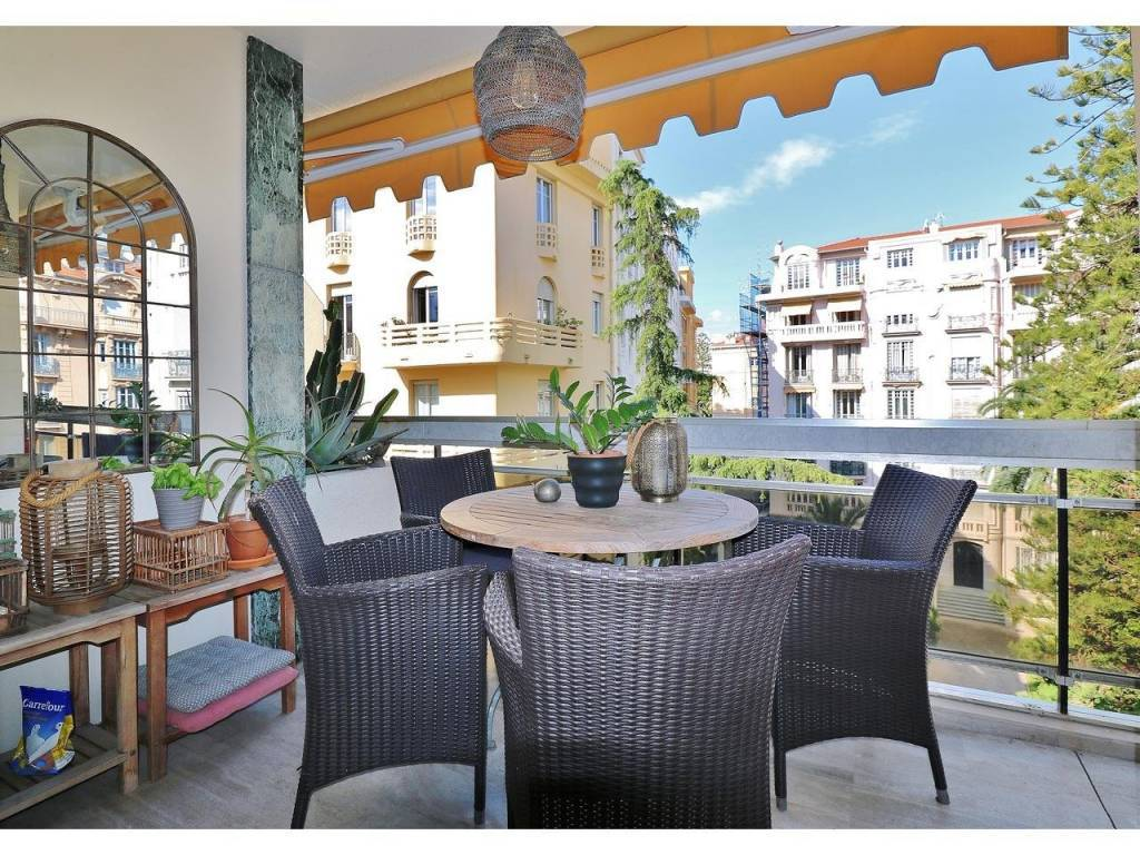 Appartement  3 Rooms 79.7m2  for sale   656 000 €