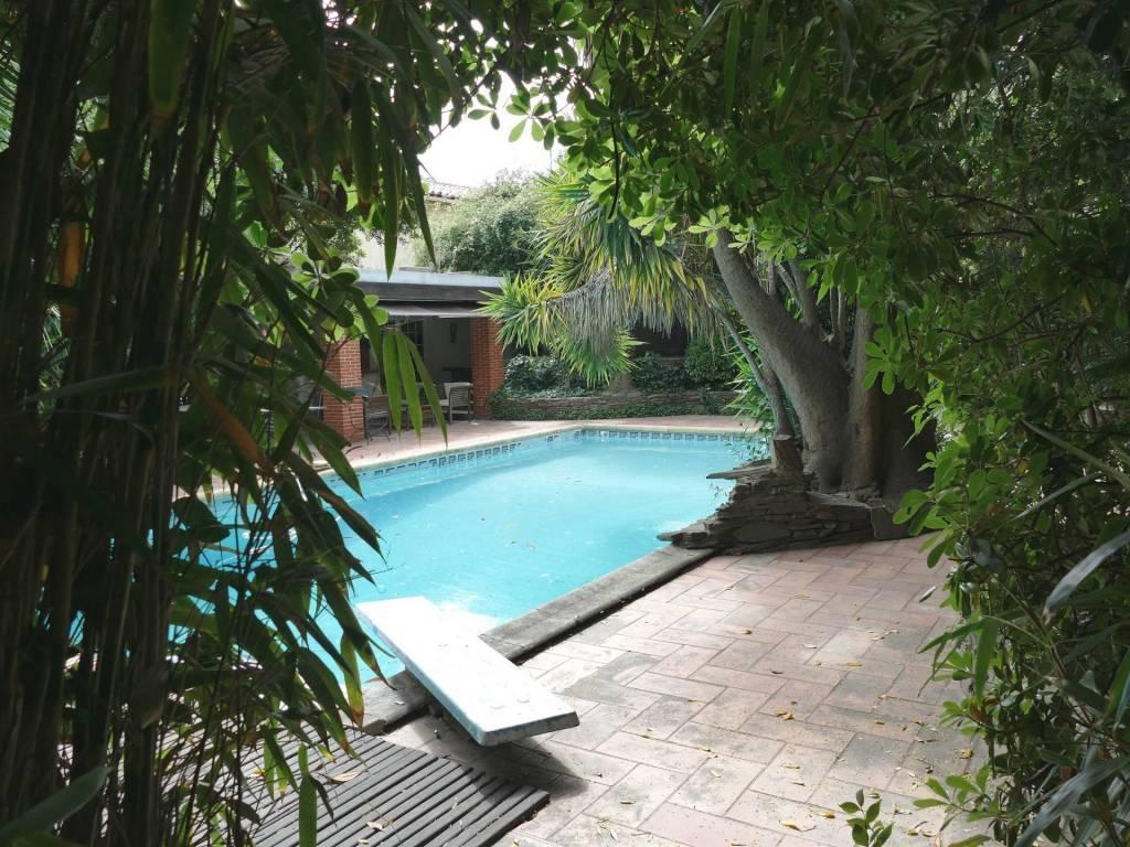 Propriété de +400m² sur +2000m² piscine et dépend.