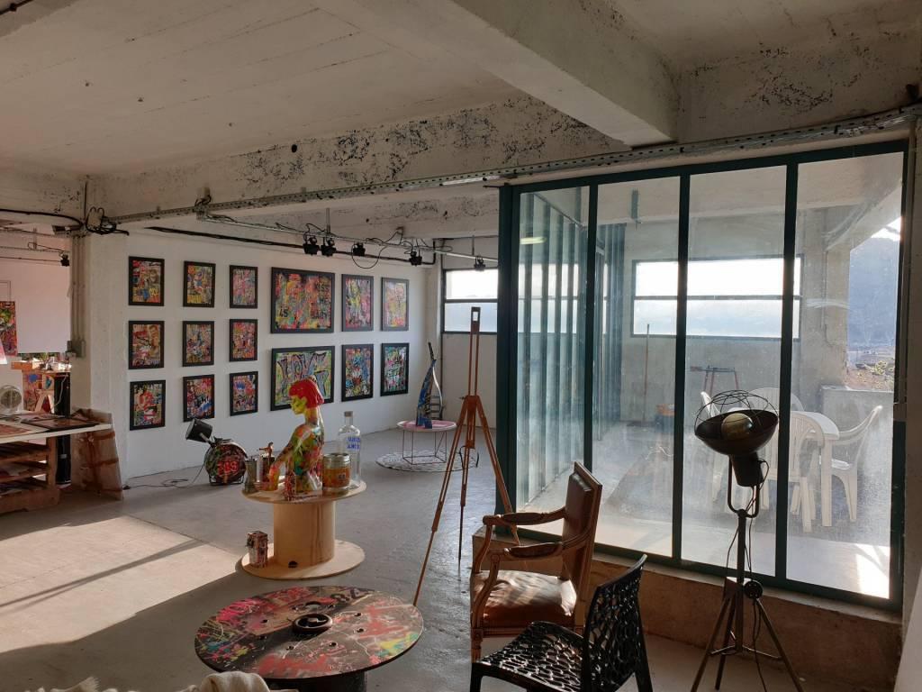 Vaste Atelier d'Artistes au coeur d'un quartier en pleine mutation !