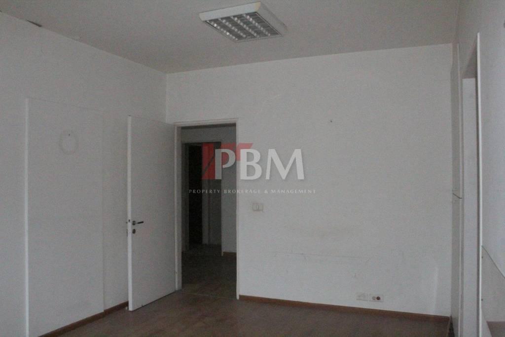 Check/LBP|| A Spacious Office