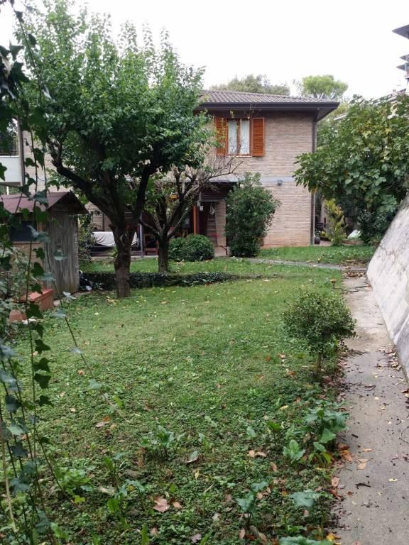 Case bruciate:proponiamo splendido appartamento con giardino