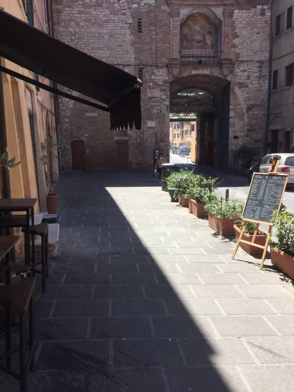C.so Cavour, locale commerciale ristrutturato.