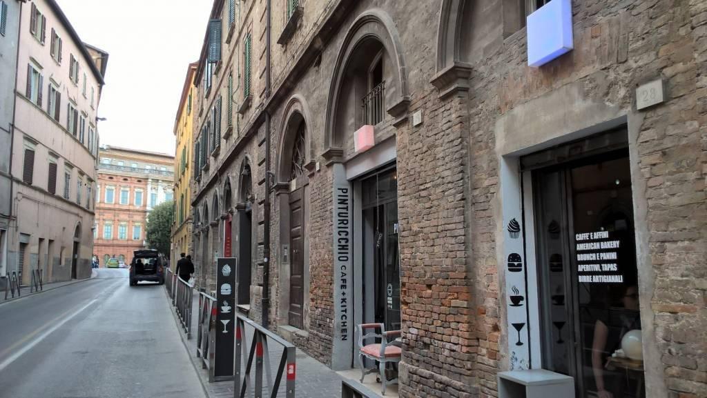 Centro storico, bar-ristorante di gran classe.