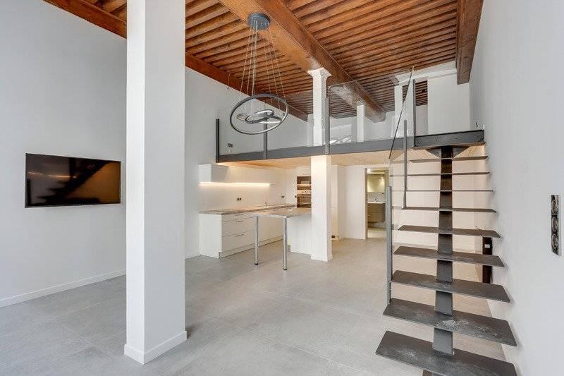 Croix rousse mairie, appartement 68 m2 refait à neuf