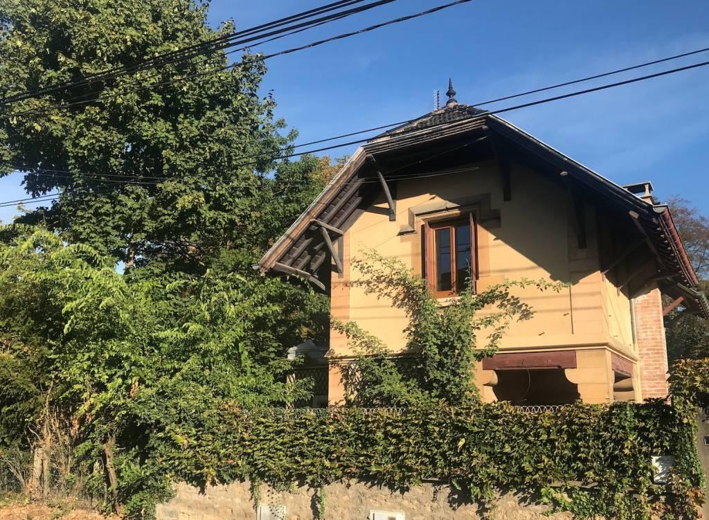 Champagne au mont d'or, une magnifique maison de poupée à rénover