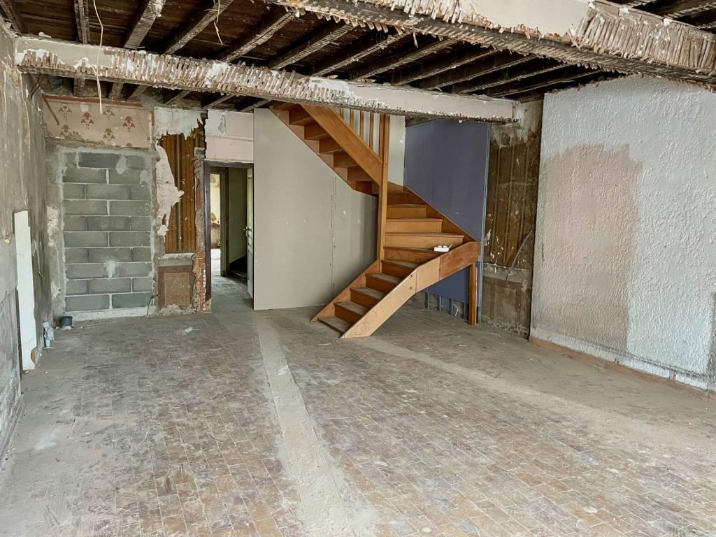 Maison de village de 240 m2 à rénover, 600 m2 de jardin