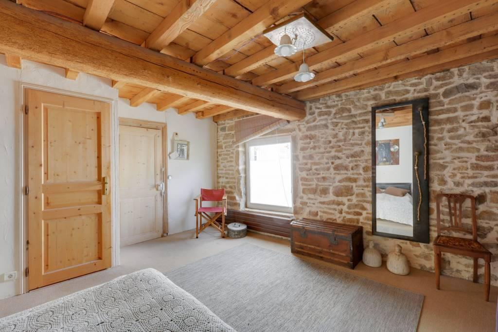 St Romain au Mt D'Or, 300 m2, Maison de Village avec local professionnel, terrasse et jardin