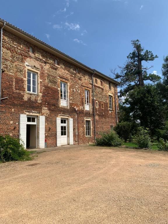 Château d'Ars-sur-Formans - Appartement 3 pièces de 92m² avec jardins