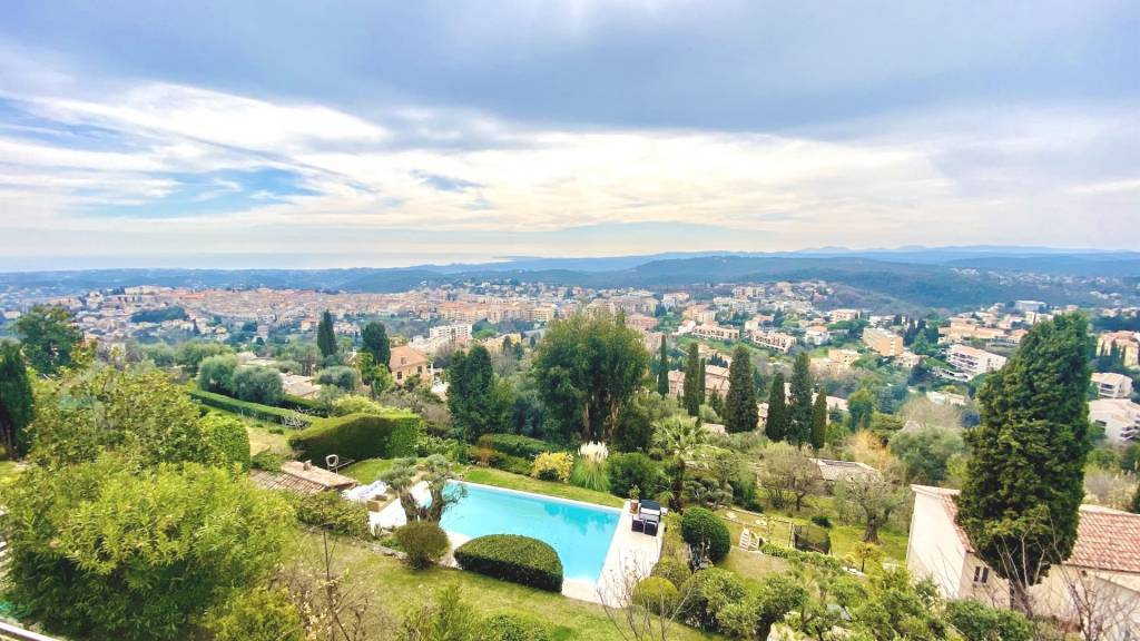 Exceptionel villa with panoramic sea view in Vence