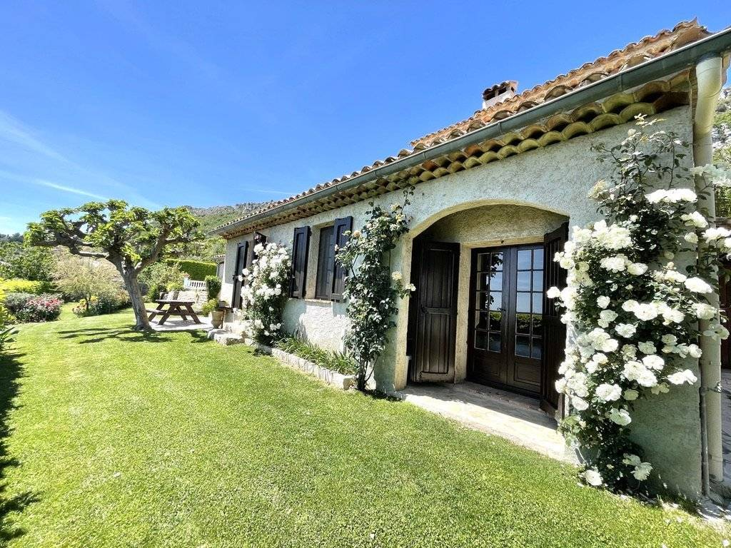 Charming villa with panoramic sea view in Vence