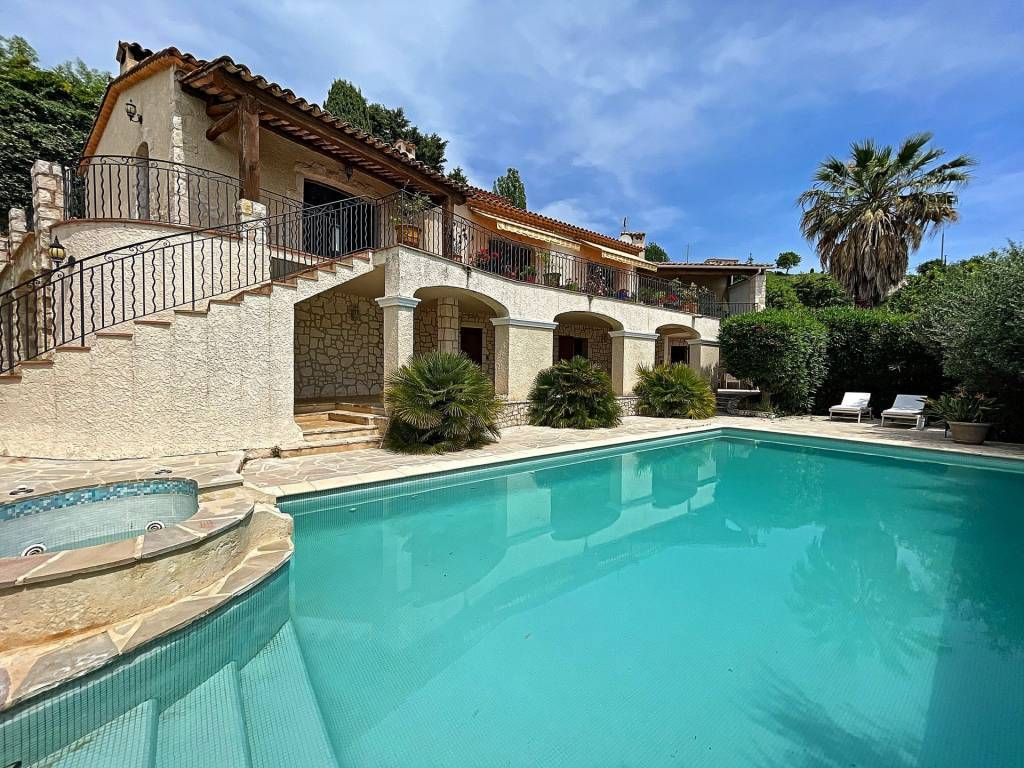 Stone house with sea view in Tourrette sur Loup