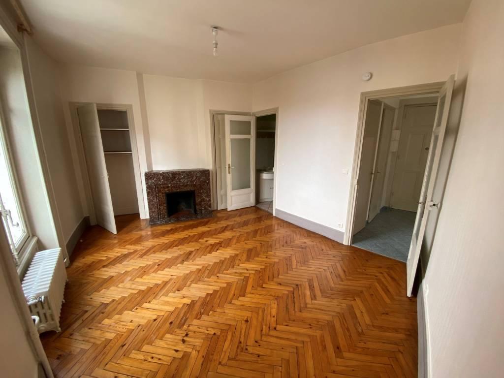 SAINT-ETIENNE-  Appartement T2  dans un Immeuble classé  Maison sans escaliers