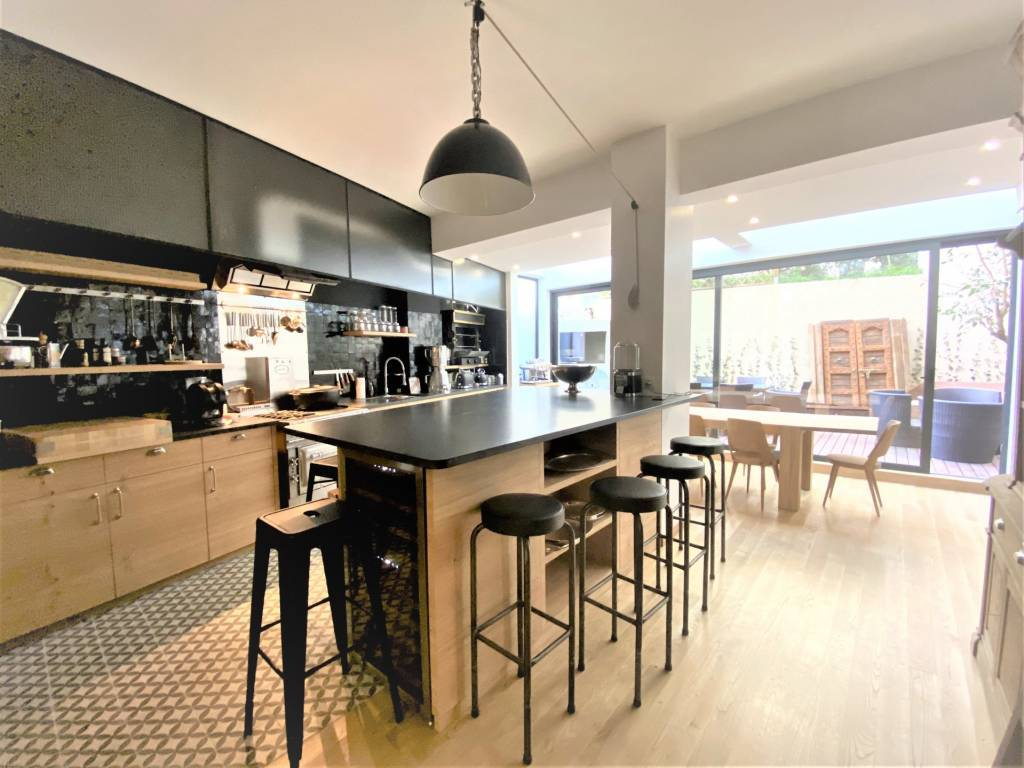 Kitchen Kitchen bar Wooden floor