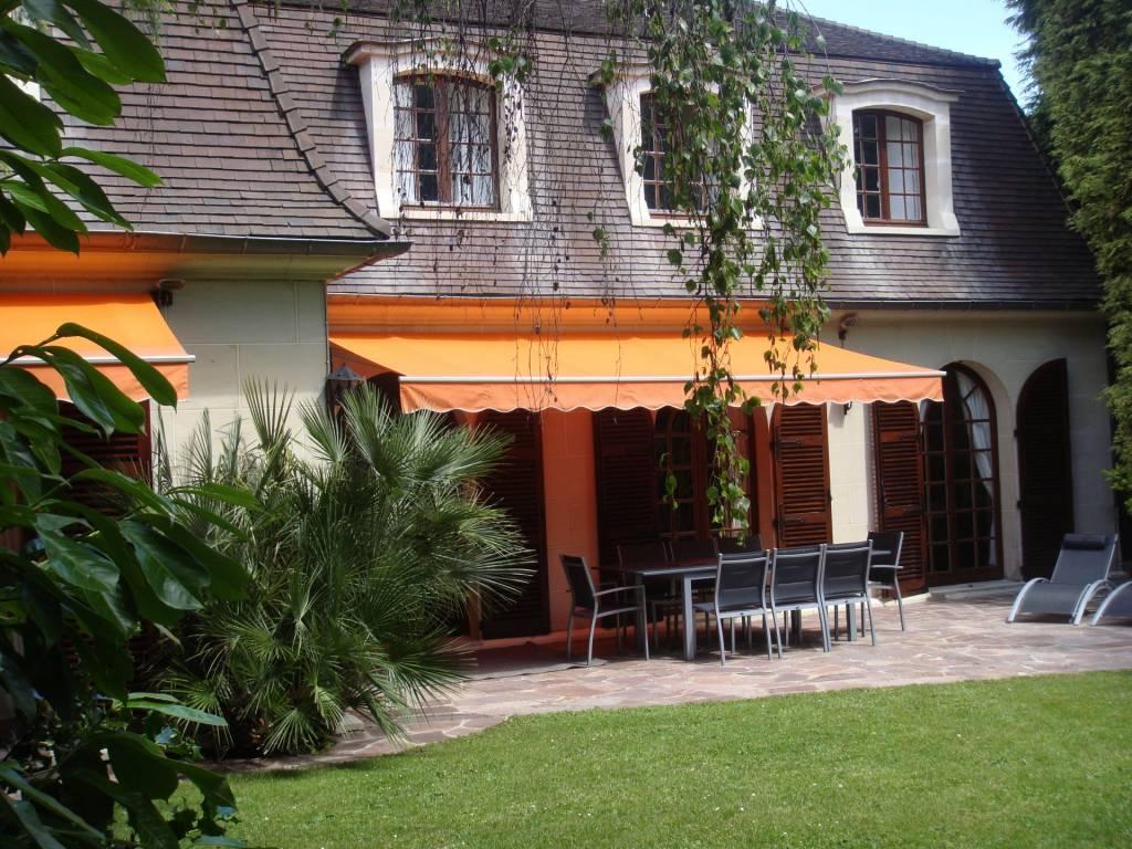 maison pierre de taille de 240 m², sous sol 140 m²  (très clair, calme, sans vis-à-vis) sur terrain de 610 m², centre du Perreux sur Marne.
