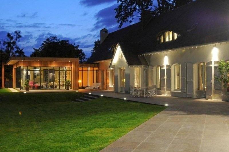 belle maison 306 m² et dépendance 93 m² (deux appartements indépendants et aménagés) sur terrain de 2 560 m², sous-sol, dans un environnement très privilégié Le Vésinet.