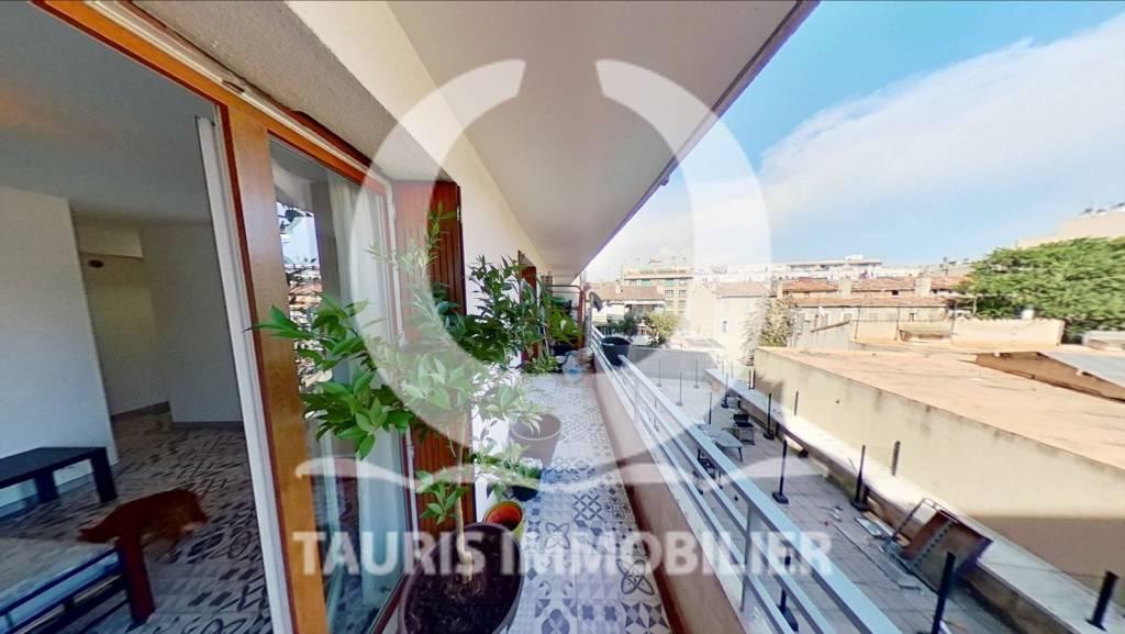 T1 avec terrasse de 10m2 à deux pas de la gare Saint-Charles du coté du 3eme arrondissement