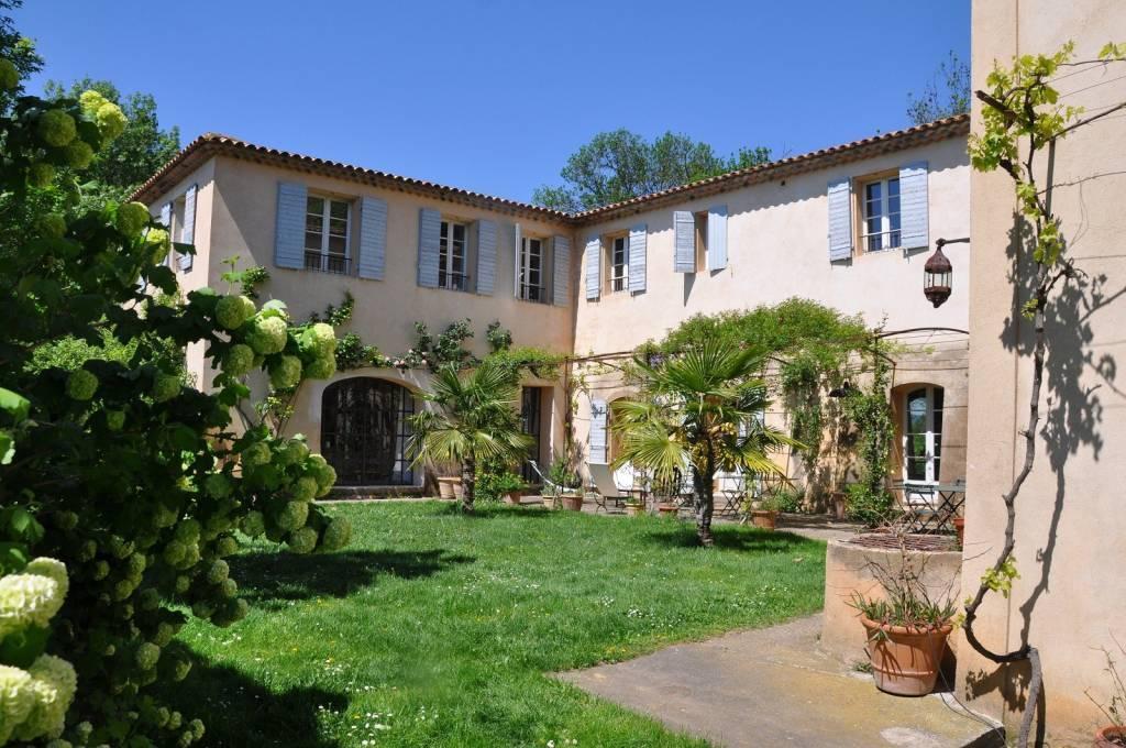 Belle demeure du XVIII ème aux portes d'Aix en Provence