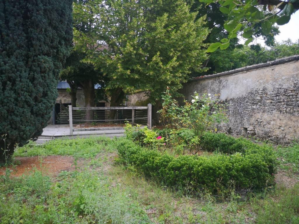 Belle Maison  de 250m² env avec jardin clos