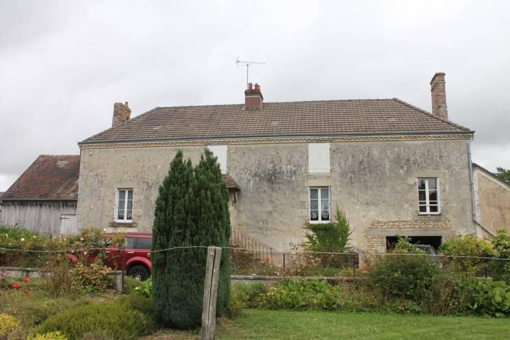 Maison de village 19ème de 98 M² + dépendances