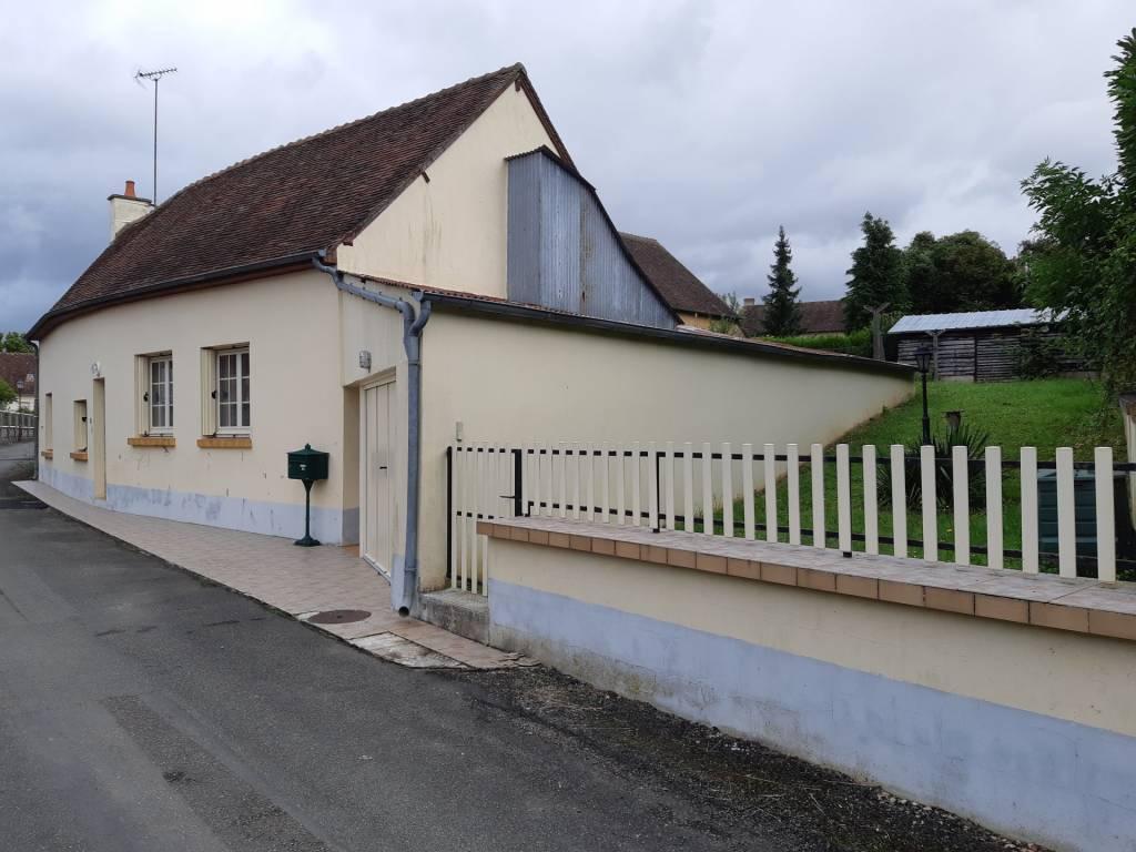 Maison dans le charmant village de Bourg le roi