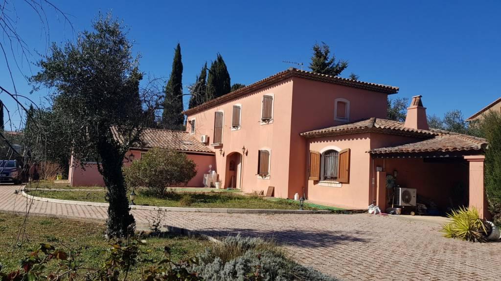 Villa de 212 m² sur un terrain de 2000 m² -1882/m²- SAINT CEZAIRE SUR SIAGNE