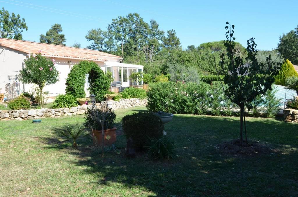 maison de 3 chambres avec piscine maison d'invité au calme sur une parcelle de 2515 m²