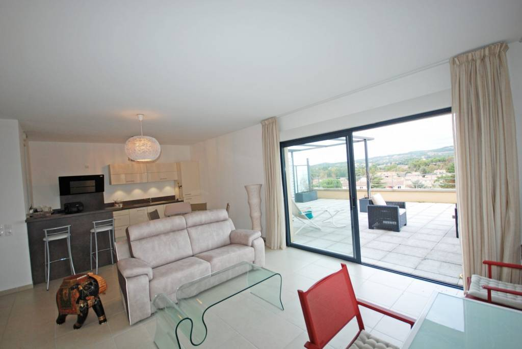 BEAUTIFUL APARTMENT WITH TERRACE FOR SALE IN VAISON LA ROMAINE