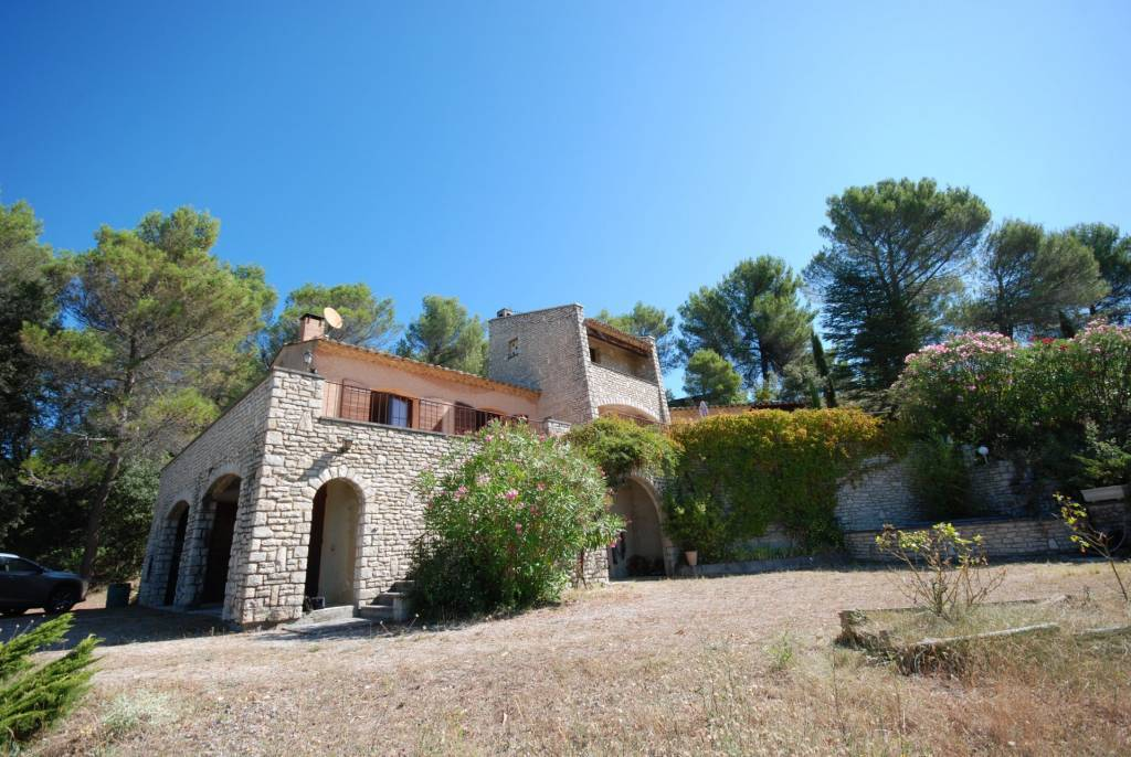 HOUSE LOCATED ON THE HEIGHTS OF VAISON-LA-ROMAINE