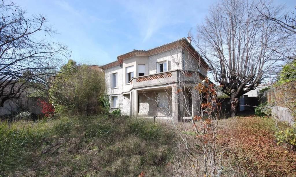 Near town of Vaison la Romaine center