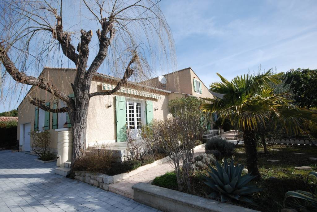 NICE HOUSE FOR SALE 2 STEPS FROM DOWNTOWN VAISON LA-ROMAINE