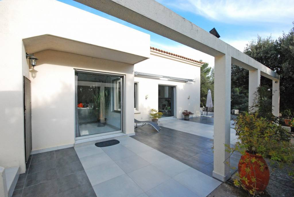 Villa for sale with terrace 5 rooms in Vaison-La-Romaine