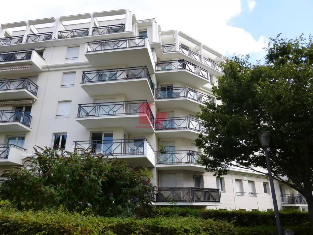 CHATILLON: Très beau 2P avec  grand balcon exposé SUD!
