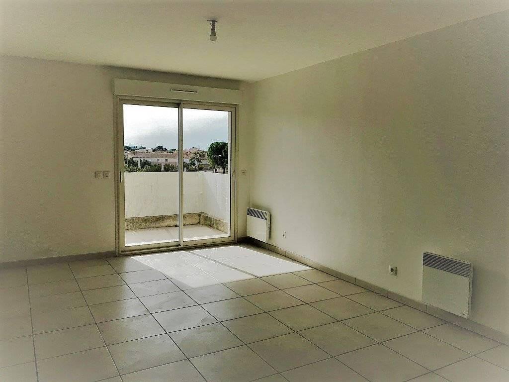 Miramas Appartement T2 avec terrasse et 2 stationnements