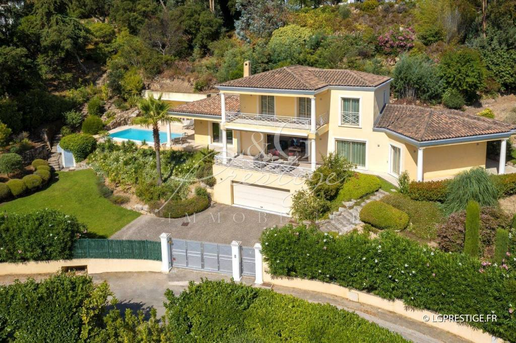 Exclusive. Exceptional contemporary villa with an enchanting sea view