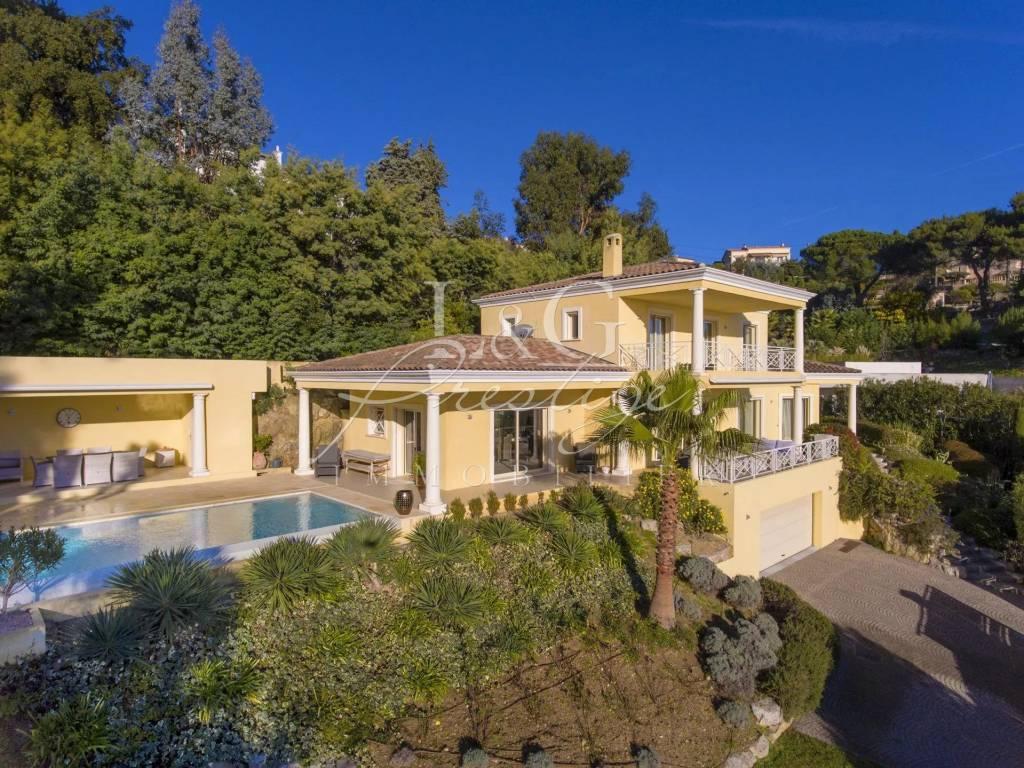 Exclusivité. Exceptionnelle villa contemporaine avec vue mer féérique