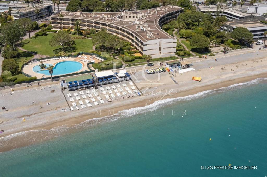TOP FLOOR WITH DIRECT ACCESS TO THE BEACHES