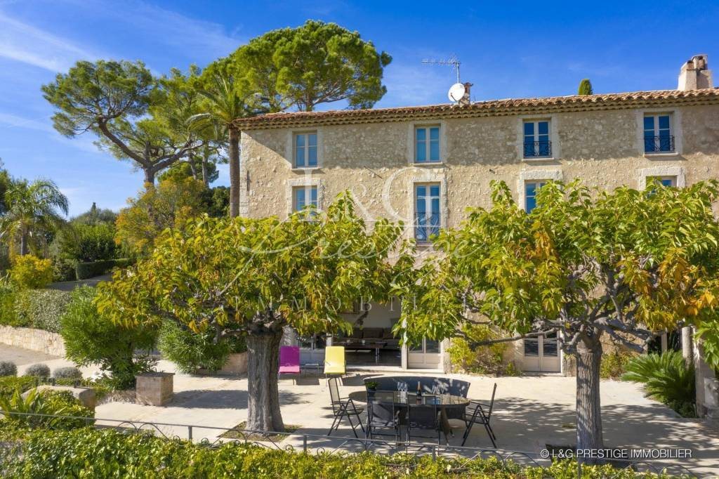 Luxurious renovated Bastide with sea view
