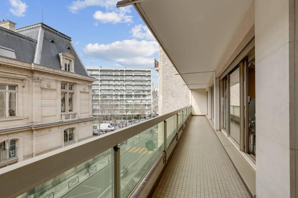 PARIS 16 - 3 BEDROOMS - Balcony 20m2