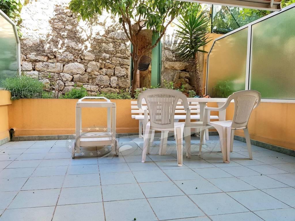 Roquebrune - One room - big terrace - near sea - quite