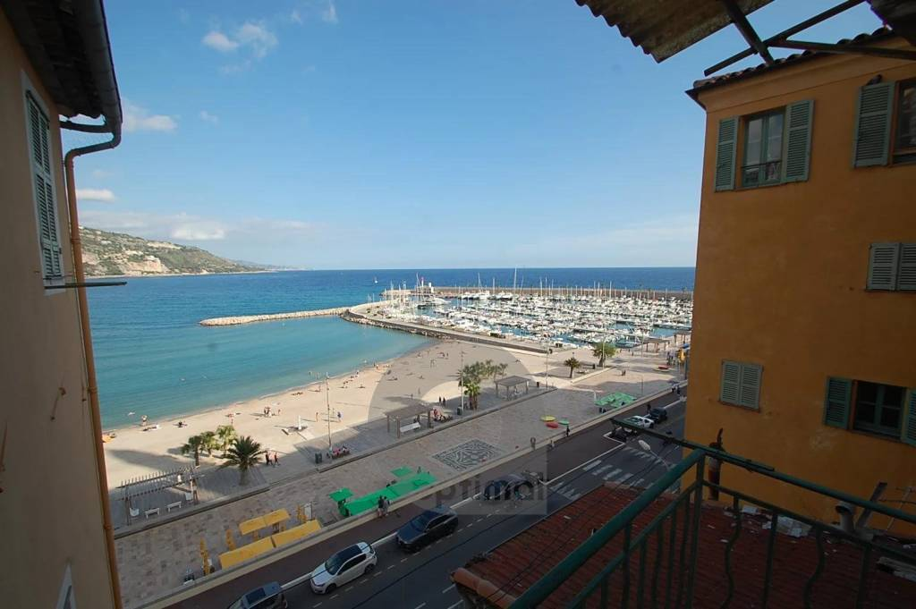 Menton Sablettes front of the sea