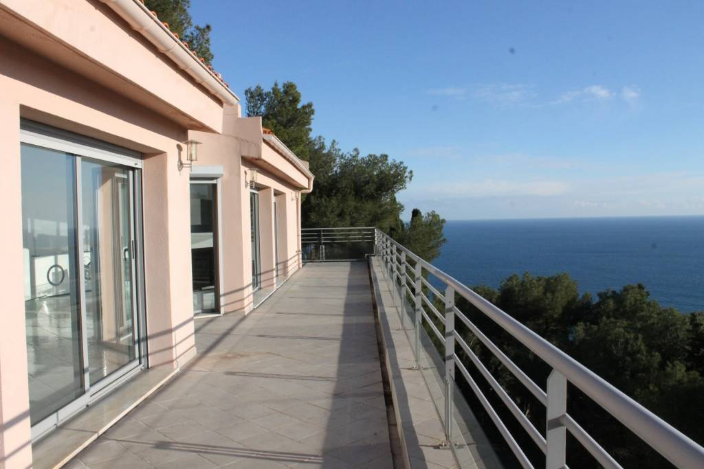 HouseLevel 2, View Panoramic sea, Position south, General condition Excellent, Kitchen Open plan, Heating ...