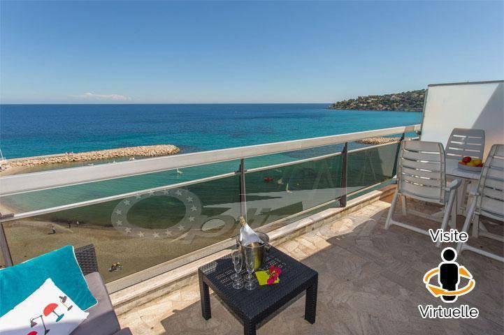 Duplex sur la mer avec 2 terrasses et parking