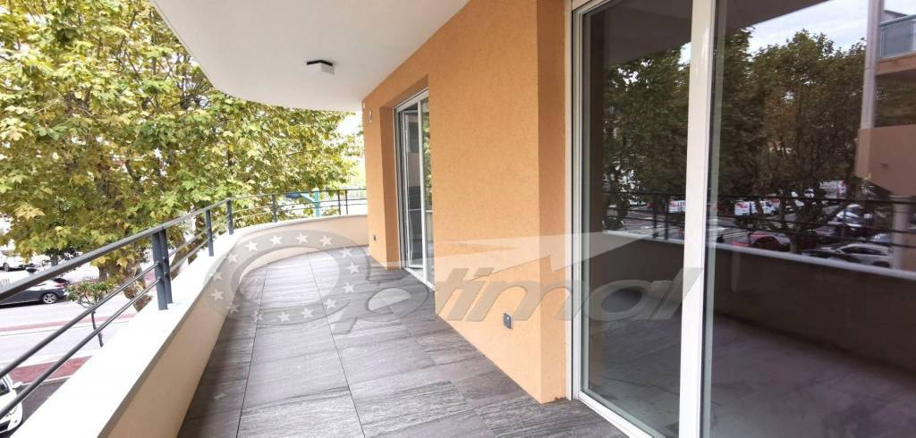 Menton Borrigo: Immeuble Neuf - 3P - TERRASSE -  PARKING - 2 CAVES