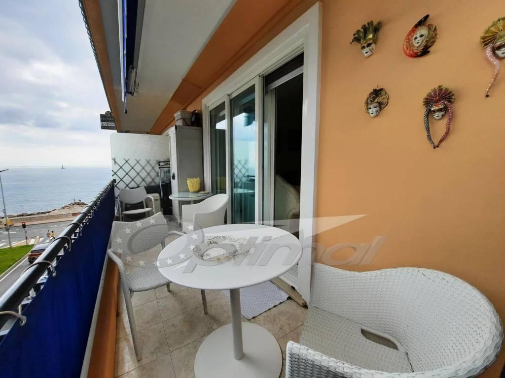 Roquebrune  - 2 Pièces avec terrasse et vue mer