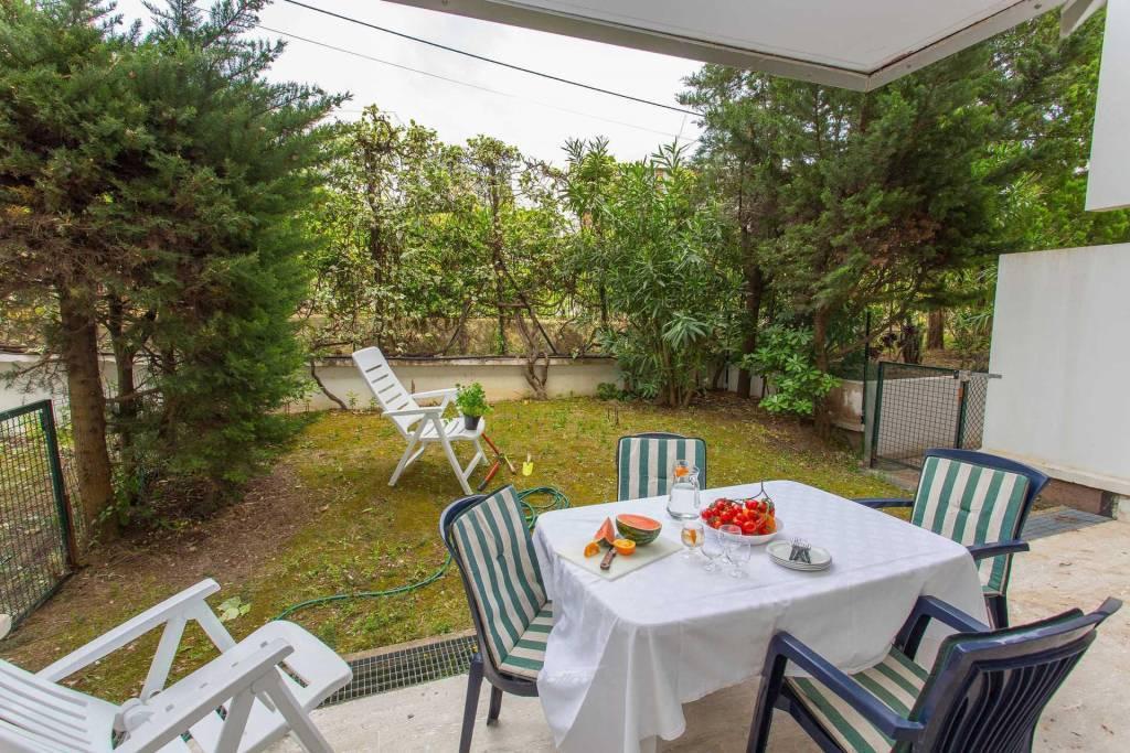 2Pavec piscine jardin terrasse et parking
