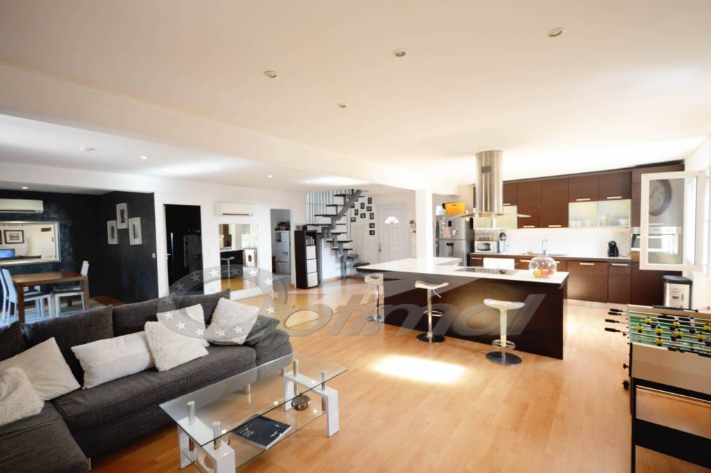 property_areas:2 general:7 property_flooring:1